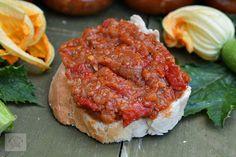 Zacusca de dovlecei - CAIETUL CU RETETE Armenia, Meatloaf, Salmon Burgers, Zucchini, Ethnic Recipes, Food, Essen, Meals, Yemek