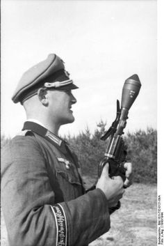 GD Lt with a Kampfpistole. Classic photo.