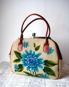 Vintage needlepoint floral purse x Vintage Purses, Vintage Bags, Vintage Handbags, Vintage Shoes, Vintage Accessories, Pochette Diy, Hippy Chic, Embroidered Bag, Beaded Purses