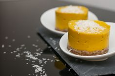 Mango and coconut desserts - Vegan, raw - Cuisine - Raw Food Recipes Desserts Végétaliens, Kokos Desserts, Desserts Sains, Coconut Desserts, Dessert Recipes, Raw Coconut, Dessert Healthy, Healthy Food, Vegan Cheesecake