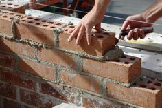 Bricklaying for beginners. Lesson 1 - Tools to buy, mixing cement and basic brickwork (DIY/Home improvement)