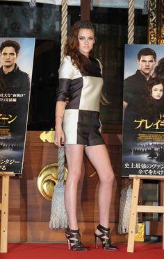 Parece que Kristen Stewart ha remontado... La hemos visto guapísima en la premiere de Amanecer (parte II) en Tokyo, vestida de Louis Vuitton.