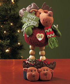 Decorative Christmas Yarn Pals will add a charming touch to your holiday decor. These adorable yarn pals are delightfully different from the typical home accents for the holiday Christmas Yarn, Christmas Moose, Christmas Wishes, All Things Christmas, Christmas Ornaments, Moose Crafts, Moose Decor, Crafts To Make And Sell, Geek Gifts