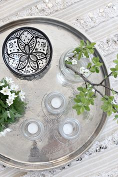 Spring decorating with Moroccan trays is easy to do with these 5 beautiful tray vignettes and centerpiece ideas. Global style tray decor ideas in minutes! Moroccan Design, Moroccan Decor, Moroccan Style, Moroccan Bedroom, Moroccan Lanterns, Moroccan Rugs, Estilo Hippie Chic, Estilo Boho, Pouf Cuir
