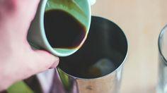 Caffè espresso con ghiaccio, come fare il caffè shakerato con grappe e liquore