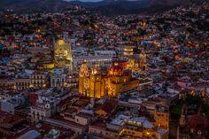 Guanajuato Mexico by night [OC][5184x3456]