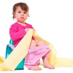 Posséder un petit pot n'est pas toujours suffisant pour qu'un enfant veuille délaisser sa couche. Voici dix trucs de mamans pour une transition efficace, mais en douceur.