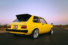 Check out this months old-school featured 1981 Toyota Starlet with an engine transplant from a Honda The engine isn't the only inspired technology in this classic import. - Wish Upon A Starlet- Back In The Day - Super Street Magazine Corolla Ke70, Toyota Starlet, Chinese Wallpaper, Bbs Wheels, Nissan 240sx, Honda S2000, Toyota Cars, Japanese Cars, Jdm