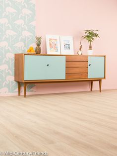 Vintage Kommoden - 60er Sideboard, 50er, Kommode, Vintage - ein Designerstück von Mid-Century-Friends bei DaWanda Home Decor Styles, Cheap Home Decor, Home Decor Accessories, Interior Simple, Interior Modern, Living Furniture, Furniture Design, Bedroom Vintage, Retro Sideboard