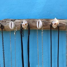 Seashell Necklace, Shell Necklaces, Picture Hangers, Necklace Holder, Beautiful Beaches, Driftwood, Natural Wood, Sea Shells, Jewelry Art