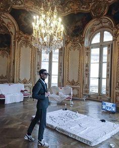 #vscovam #vsco #paris #hoteldesoubise #hotelparticulier #architecture #baroque #painting #art #chanel #menstyle #menfashion #menswear #prixaware2018 #archivesnationales #melaniematranga #nilyalter Rudy Outreville Baroque Painting, Painting Art, Vsco, Paris, Architecture, Menswear, Chanel, Arquitetura, Montmartre Paris