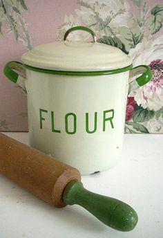 vintage rolling pin and enamelware flour bin Vintage Enamelware, Vintage Kitchenware, Vintage Tins, Vintage Decor, Vintage Antiques, Vintage Canisters, Old Kitchen, Green Kitchen, Kitchen Items