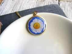 Daisy Flower Necklace Botanical Pressed Flower White Flower Blue Resin Jewelry Real Daisy Nature Inspired Garden Gift Real Flower Minimalist