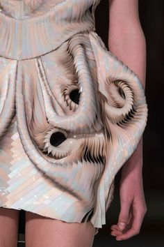 Iris Van Herpen at Couture Fall 2016 - Details Runway Photos