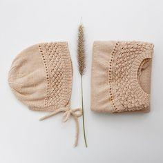 #BROMBÆRromper og #BROMBÆRkyse ❤️ simpelt men så fint - en sommerfavorit igen herhjemme. Strikket i merci fra @filcolana Crochet Crafts, Crochet Projects, Knit Crochet, Knitting For Kids, Baby Knitting, Baby Patterns, Knitting Patterns, Baby Boy Outfits, Kids Outfits