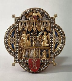 Morse (clasp for a liturgical cape) with the Annunciation 13th