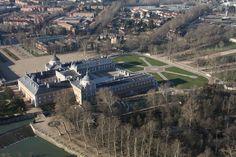 Vistas del Palacio Real de Aranjuez (Madrid) desde la barquilla de un globo.
