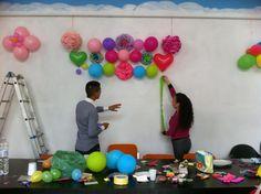 Decorando con globos y pompones!