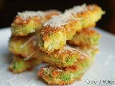 avacado fries? Yes please.@http://circle-b-kitchen.squarespace.com/food-and-recipes/2010/7/1/avocado-fries.html
