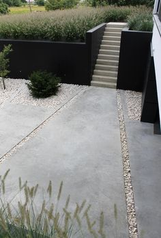 W&E: really like the simple lines & combo of concrete and pebbles, as well as grey and black + plants colors
