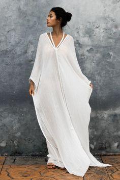 Kimono Fashion, Boho Fashion, Fashion Dresses, Kaftan Gown, Long Kaftan Dress, Beach Kaftan, Tienda Fashion, Feminine Mode, Kaftan Style