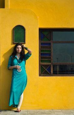 Mahira khan in tight blue kameez and white salwar dress Indian Attire, Indian Ethnic Wear, Pakistani Outfits, Indian Outfits, Pakistani Clothing, Pakistani Couture, Western Outfits, Ethnic Fashion, Asian Fashion