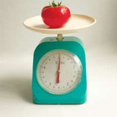 I must find one of these vintage kitchen scales.