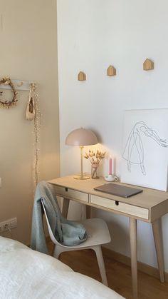Cute Bedroom Decor, Room Design Bedroom, Home Bedroom, Apartment Desk, Bedroom Workspace, Desk In Bedroom, Small Room Desk, Desks For Small Spaces, Small Bedroom Furniture
