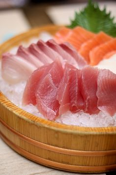 刺身 sashimi on ice Sushi Recipes, Asian Recipes, Cooking Recipes, Healthy Recipes, Japanese Dishes, Japanese Food, Japanese Desserts, Good Food, Yummy Food