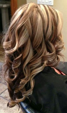 New hair color red and blonde highlights low lights curls Ideas Brown Hair With Blonde Highlights, Hair Color Highlights, Caramel Highlights, Chunky Highlights, Auburn Highlights, Auburn Balayage, Natural Highlights, Low Lights And Highlights, Highlights 2016
