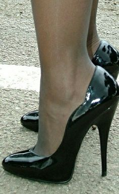 Whether it be summer months or perhaps winter season, in case there's something that individuals constantly w Platform High Heels, High Heel Boots, High Heel Pumps, Pumps Heels, Stilettos, Sexy Legs And Heels, Hot Heels, Black High Heels, Pantyhose Heels