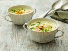 Blumenkohlsuppe mit Parmesan und Mandeln ist ein Rezept mit frischen Zutaten aus der Kategorie Blütengemüse. Probieren Sie dieses und weitere Rezepte von EAT SMARTER!
