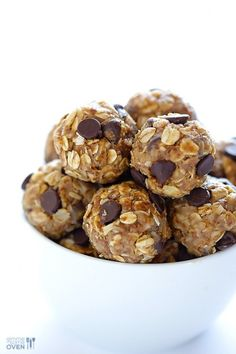 these no bake energy bites are a deliciously satisfying snack — perfect for those late-afternoon hunger pangs!