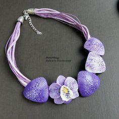 Очень редко делаю украшения сиреневого или фиолетового цвета. Но, что интересно, их сразу покупают. #украшенияручнойработы #авторскиеукрашения #НадеждаПлотникова #орхидея #колье #полимернаяглина #shtuchka43 #polymerclayjewelry