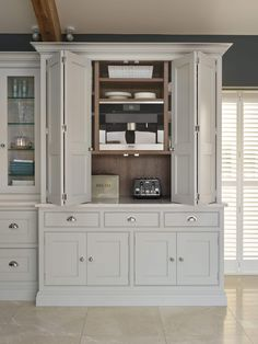 Kitchen Remodeling: Choosing Your New Kitchen Cabinets - Kitchen Remodel Ideas Kitchen Dresser, Kitchen Cabinet Styles, Kitchen Storage, Kitchen Cabinets, Kitchen Furniture, Kitchen Larder Cupboard, Soapstone Kitchen, Wall Cupboards, Kitchen Countertops