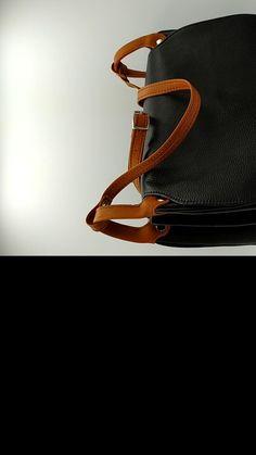 Très joli sac besace d'une dimension de 30x23x13 cm en cuir pleine fleur grainé souple (vachette) doté d'une poche arrière zippée, d'une sangle réglable, d'un intérieur entièrement doublé en PU beige, de 3 compartiments dont une poche centrale zippée et de 2 poches accessoires, dont une ouverte et l'autre zippée. le rabat extérieur est doté de 2 fermoirs aimantés avec ergots pour une fermeture facile et sécurisée. Coloris au choix sur demande. Une création Daniel N sur… Artisan, Bracelets, Leather, Jewelry, Fashion, Saddle Bags, Leather Products, Lobster Clasp, Belt