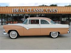 1955 Ford Fairlane Club Sedan I had one of these - oved this car Retro Cars, Vintage Cars, Antique Cars, Autos Ford, 1950s Car, Buick Cars, Ford Lincoln Mercury, Ford Shelby, Ford Fairlane
