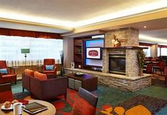 Newly renovated and spacious suites with full kitchens and a hot buffet breakfast served daily, free high-speed internet access & more. Ottawa Hotels, Ottawa Downtown, Lodges, Guest Room, Places Ive Been, Luxury, Ottawa Ontario, Travel Quotes, Floor