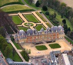 Le Château d'Eu Situé en Normandie, dans le nord de la Seine-Maritime, le château accueille à la fois la mairie d'Eu et le Musée…