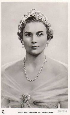 The diamond palmette tiara was one of the tiaras Queen Mary gave to her new daughter-in-law, in 1935, but at the time with only the one central motif.
