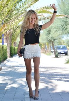 Black Crop Top with White Crochet Shorts - So cute! I'd love a similar but colored top to wear with my black crochet shorts Crochet Shorts Outfit, Lace Shorts, Dress Shorts Outfit, Short Shorts, Summer Shorts Outfits, Cute Outfits, Casual Shorts, Edgy Outfits, Spring Outfits