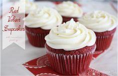 Red Velvet Cupcakes with Cream Cheese Frosting #redvelvet #creamcheese #cupcake