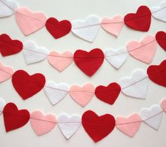 Valentine's Day heart garland - adorable! #hearts #Valentine #decoration