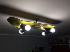 23 Clever DIY Christmas Decoration Ideas By Crafty Panda Skateboard Lampe, Skateboard Light, Skateboard Shelves, Skateboard Room, Skateboard Furniture, Skateboard Parts, Teen Room Decor, Diy Bedroom Decor, Hangout Room