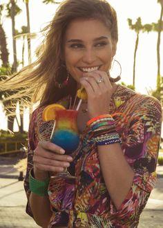 Com um sol desses o nosso pedido é um drink super colorido e refrescante pra passar essa tarde... na beira da piscina, de preferência né?  #MaisPrimavera #LezaLez ☼ Campanha Lez a Lez Primaveira/Verão 2014