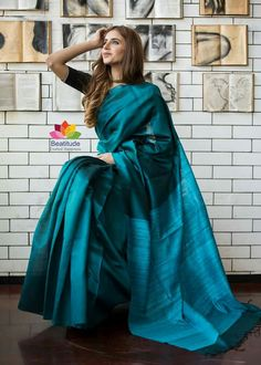 Traditional Sarees, Traditional Fashion, Phulkari Saree, Formal Saree, Bollywood Designer Sarees, Sari Dress, Sari Blouse Designs, Simple Sarees, Saree Models