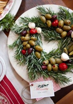 Christmas~Edible olive wreath. Rosemary, olives, mushrooms and peppers. Throw in a couple of fresh mozzarella balls and some sweet gherkin or baby dill pickles. Be creative! Perfect for the holidays.