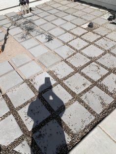 Concrete Paver Patio, Pea Gravel Patio, Gravel Landscaping, Garden Paving, Diy Patio, Backyard Patio, Patio Ideas, Backyard Playground, Yard Ideas