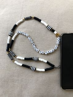 Glass Necklace, Diy Necklace, Handmade Accessories, Jewelry Accessories, Handmade Bracelets, Handmade Jewelry, Accesorios Casual, Pearl Chain, Beaded Jewelry