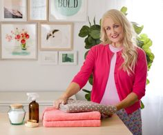 One Good Thing by Jillee is home to the most useful hacks you'll find anywhere! We feature genius cleaning tips, simple DIYs, and money-saving solutions. Diy Cleaning Products, Cleaning Solutions, Cleaning Hacks, Cleaning Wipes, Cleaning Vinegar, Natural Spider Repellant, Clean Stove Burners, Get Rid Of Spiders, Dawn Dish Soap